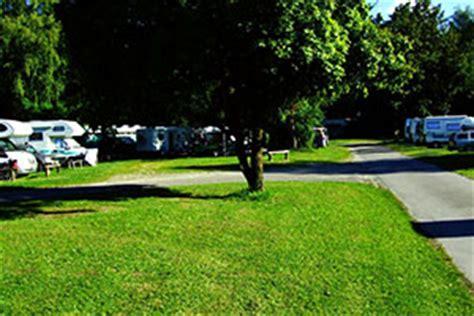 Wohnmobilstellplatz Englischer Garten München by Cingplatz M 252 Nchen 187 Cing Mit Zelt Wohnmobil Oder