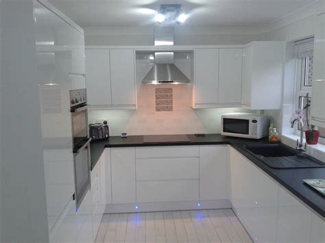 wren kitchen designer wren kitchens handleless white gloss what do you think