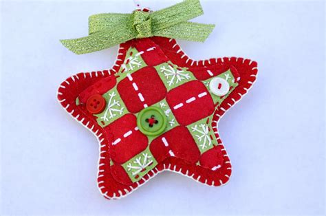 how to make ornaments out of ornaments with felt at home