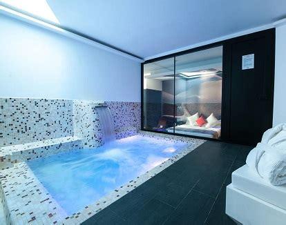 piscina dentro de la habitacion hoteles con habitaciones con piscina privada