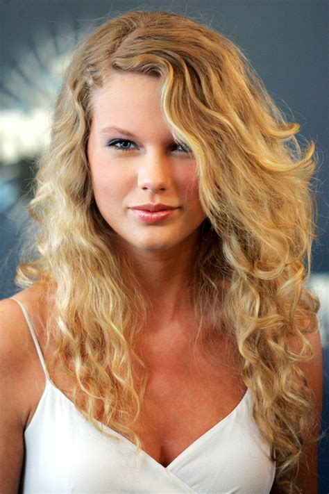 hairstyles from nashville series taylor swift hairstyles taylor swift s curly straight