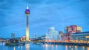 D Tec Düsseldorf : leinwandbild d sseldorf panorama des medienhafen nacht skyline ~ Markanthonyermac.com Haus und Dekorationen