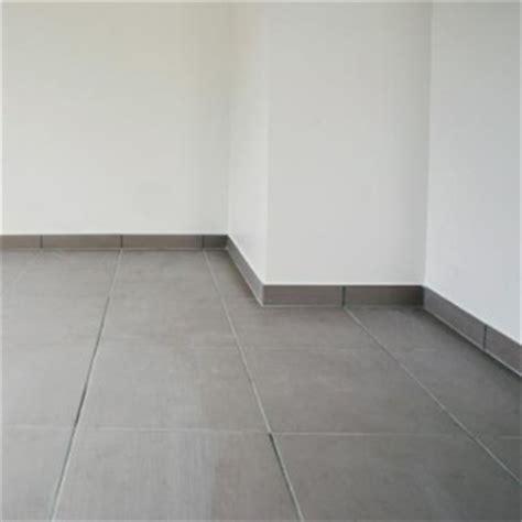 pose de carrelage au sol sur un plancher de panneaux de particules syst 232 me d maisonbrico