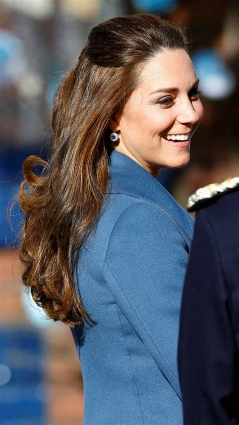 Pregnant Kate Middleton looks beautiful in blue for children's charity visit   Independent.ie