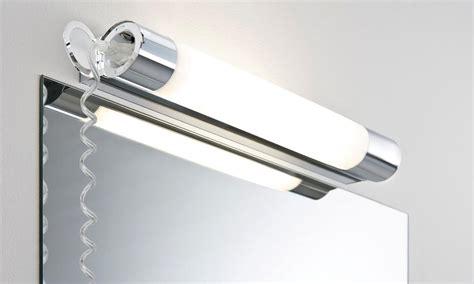 luminaire salle de bain avec prise electrique