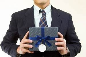 Gift-Giving Etiquette in the Office - Good Food Gift Card
