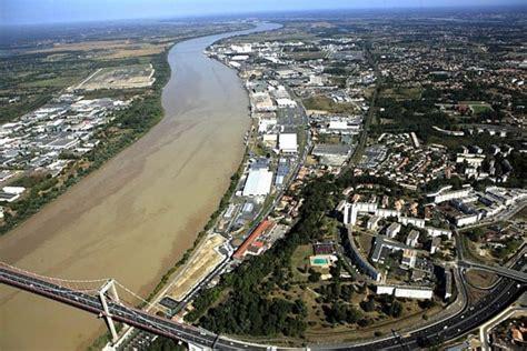 le port de bordeaux ses investissements sur 2011 quotidien des usines