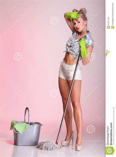 verticale de nettoyeur de femme au foyer de femme de fille de pinup photographie stock image