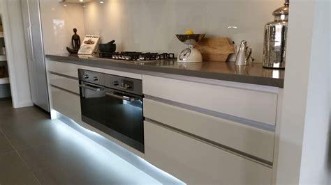 Inspirational Glass Tiles Kitchen Splashback  Kezcreativecom