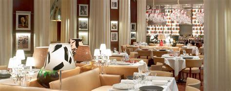 mobilier table la cuisine hotel royal monceau