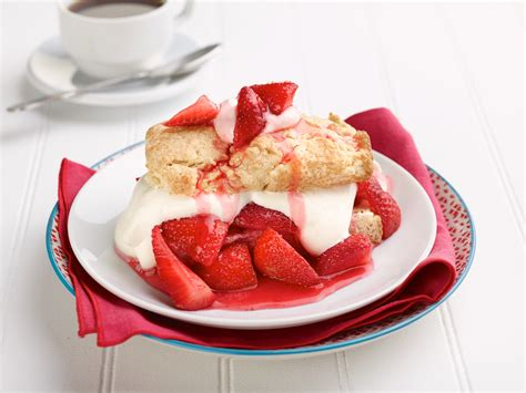 strawberry shortcake with food cake fashioned strawberry shortcake dessert recipe
