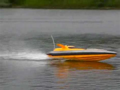 Flying Fish Boat Youtube by Syma Flying Fish Rc Electric Speedboat Youtube