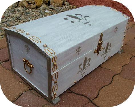 apres un vieux coffre en bois relook 233 photo de 14 relooking d un vieux coffre en bois d 233 co