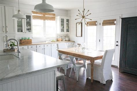 15 Amazing White Modern Farmhouse Kitchens City Farmhouse Interiors Inside Ideas Interiors design about Everything [magnanprojects.com]