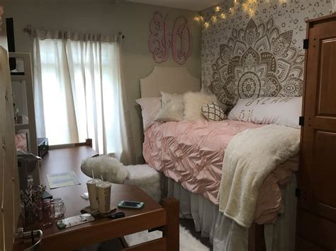 Best 25+ Dorm Room Rugs Ideas On Pinterest Home Theater Decorations Depot Corporate Office Atlanta Small Desks For Glass Desk Movie Ideas Speaker System Contemporary