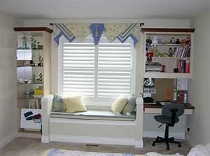Schöne Fenster Gardinen : sitz und leseecke am fensterbank fenster mit weisen jalousien und bistro gardinen dekoieren ~ Markanthonyermac.com Haus und Dekorationen