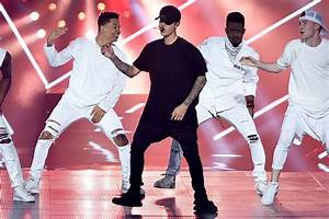 Justin Bieber, The Weeknd Perform In Black Yeezy Boosts At ...