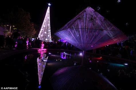 Canberra Christmas Tree Covered In 520,000 Lights Breaks