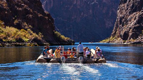 Boat Tour Grand Canyon by Grand Canyon Enjoy It Over The Glass Bridge Traveldigg