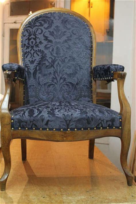 classe moderne et 233 l 233 gance le fauteuil voltaire retapiss 233 tapisserie literie richiardi