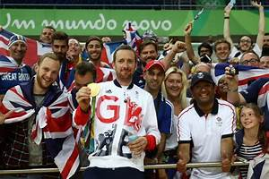 Bradley Wiggins should be retiring to ticker tape parade ...