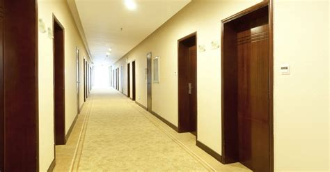 Corridor & Hallway : 3 Lessons To Learn When You're Stuck In The Hallways Of