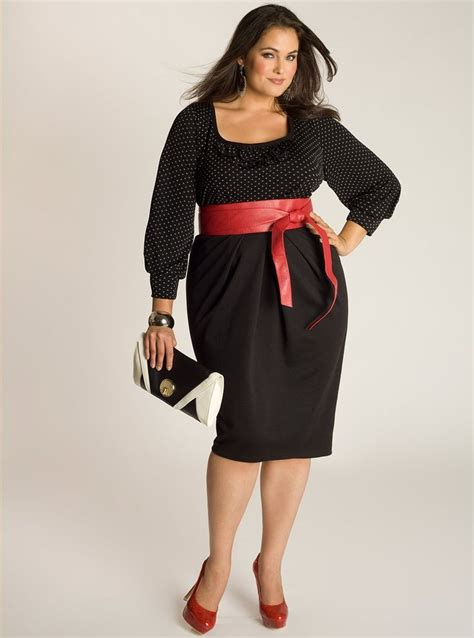Get Glamorous And Chic Black Dresses For Plus Size Women