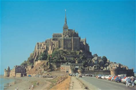 mont st michel from distance