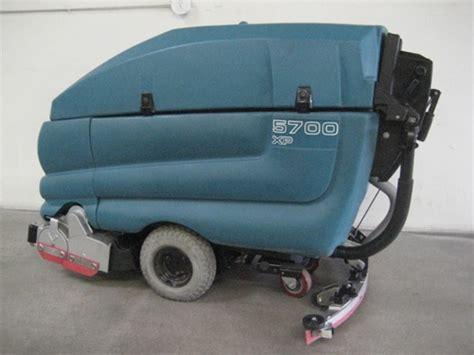 tennant 5700 automatic floor scrubber