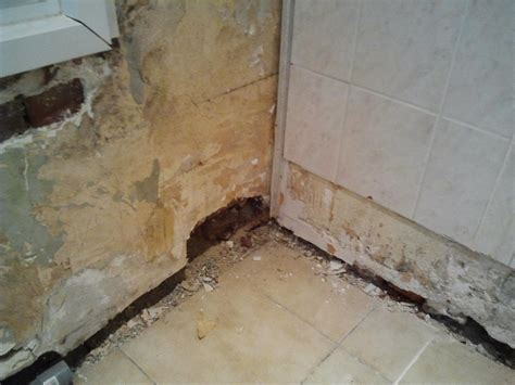 gros trous dans mur int 233 rieur briques