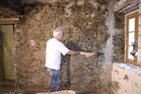 12 designs d int rieur avec des murs en briques et en pierres bricobistro enduire un mur en