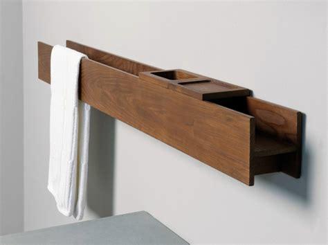 porte serviette bois mural de design moderne avec rangement salle de bains