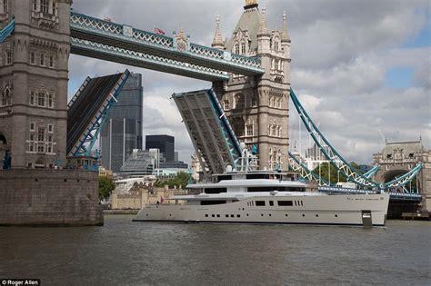 Boat Going Under Tower Bridge by 163 100m Superyacht Passes Under London Tower Bridge Daily