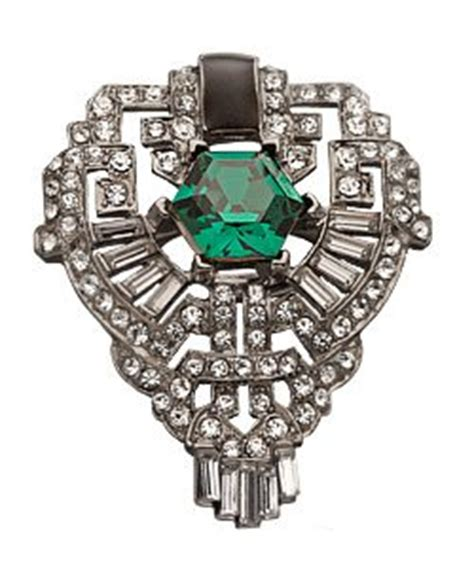 oversized 1920s ring with faux emerald deco weddings