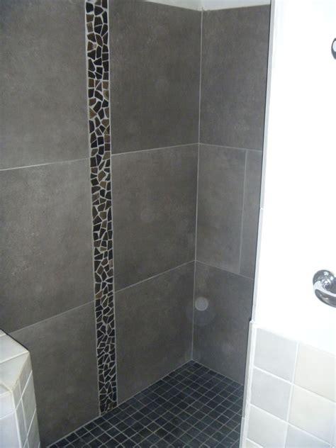 salle de bains en pierres naturelles azur agencement
