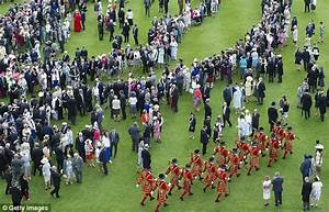 Harry to hold his FIRST garden party at Buckingham Palace ...