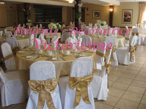 decoration table mariage or et blanc