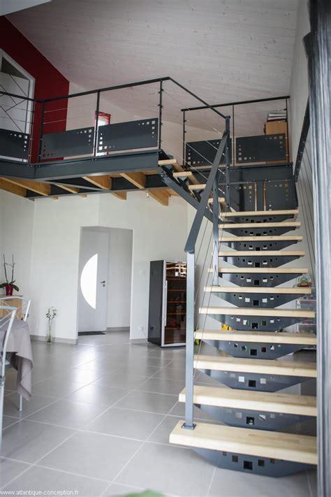 escalier acier peint limon central marches h 233 v 233 a