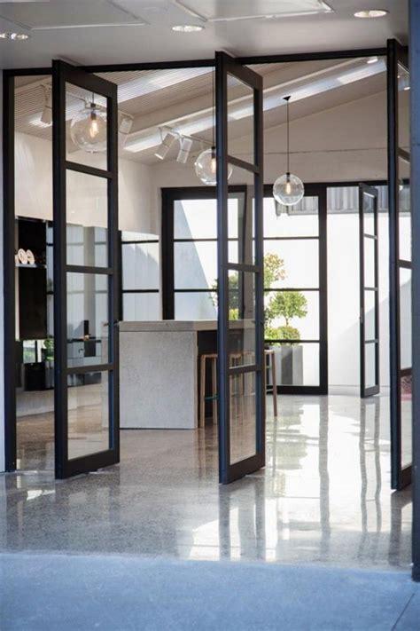 la porte coulissante en verre gain d espace et esth 233 tique moderne