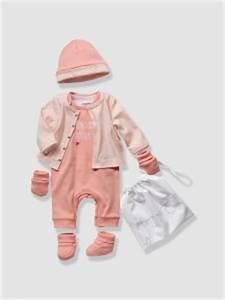 Baby Erstausstattung Set : januar wunschliste f r baby girls style pray love ~ Markanthonyermac.com Haus und Dekorationen
