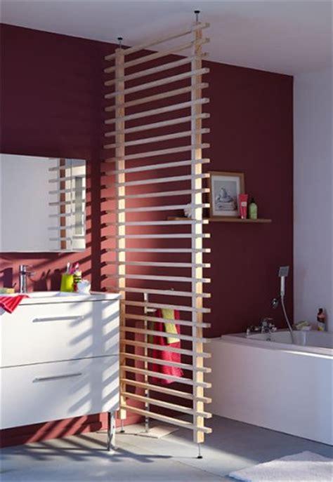 une cloison en bois amovible pour s 233 parer la salle de bain