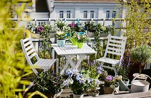 Kleine Wäschespinne Für Balkon : wei e gartenm bel f r den balkon ~ Markanthonyermac.com Haus und Dekorationen