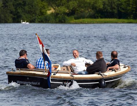 Motorjacht Huren Roermond by Uw Bootverhuur En Zeilschool Aan De Maasplassen In