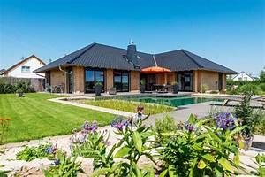 Haus Bungalow Modern : bungalow odenwaldblick von fullwood wohnblockhaus haus bau h user ideen ~ Markanthonyermac.com Haus und Dekorationen