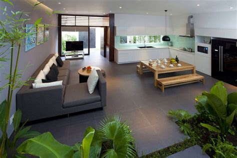maison design densely greened house