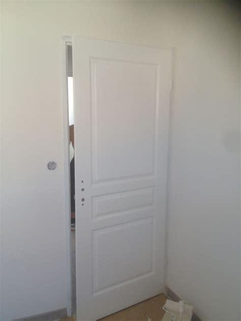 peinture de portes interieures en tableau isolant thermique