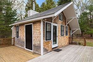 Tiny House Bayern : tour a tiny home in barnstable mass ultimate house hunt hgtv ~ Markanthonyermac.com Haus und Dekorationen