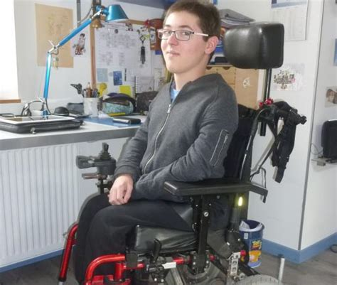 un ado priv 233 de spectacle parce qu il est en fauteuil roulant