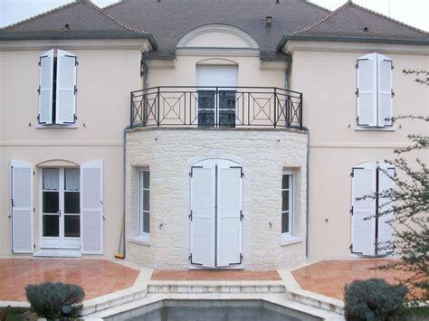 ravalement facade maison ancienne faade enduit projection chambry encadrement fenetre facade