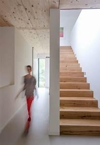 Halbgewendelte Treppe Mit Podest : haus des jahres flur mit materialmix bild 4 sch ner wohnen ~ Markanthonyermac.com Haus und Dekorationen